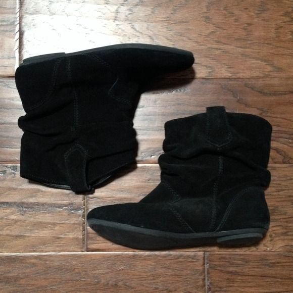 Steve Madden slouched ankle boots Black suede, 7 1/2 inches, no heel Steve Madden Shoes Ankle Boots & Booties