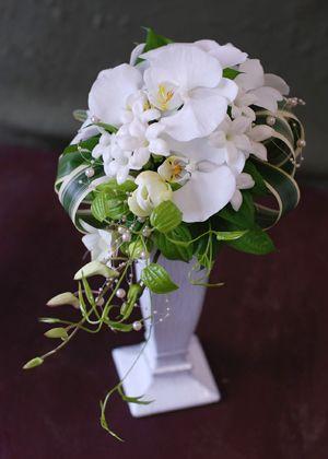胡蝶蘭のデザインブーケ|生花ブーケ(ホワイト)|ブレーメンウェディング