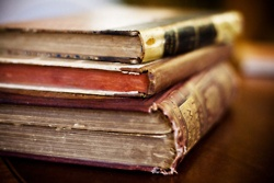.: Vintage Books, Photo Ideas, Books Shelf, Books Bliss, Everythingaboutbook Awesome, Awesome Pin, Cakes Standswhat, Beautiful Things, Old Books