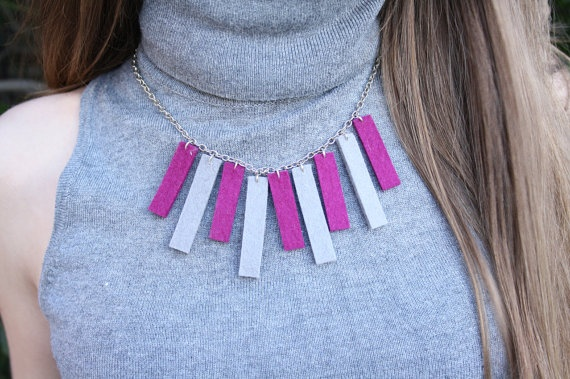 Bars necklace - stone grey & magenta by TheWoolWorld on Etsy, €10.75