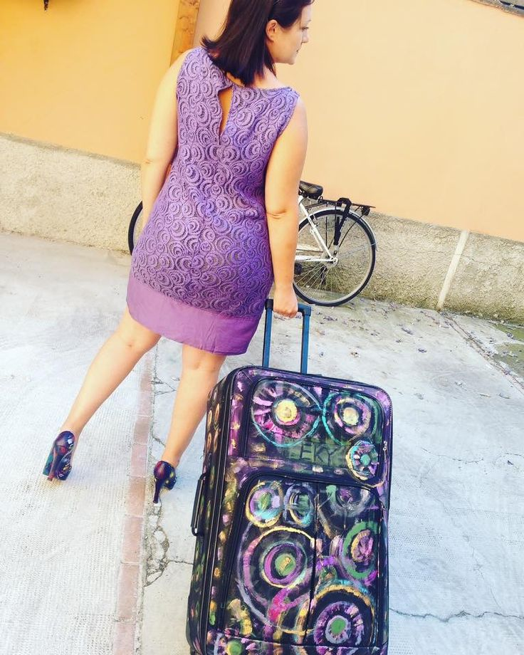 Suitcase handpainted by EKY 👩🏻🎨 valigia dipinta a mano