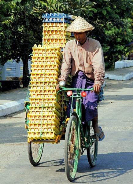 Sittwe, Myanmar. http://www.bestemminginbeeld.nl/vakantie/azie/myanmar/bibspotter/fotos/28972/voorzichtig.html