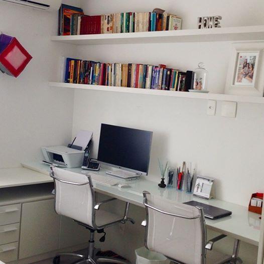 Home Office executado pela Dell Anno Sorocaba! Tampo mazarino chanfrado e proteção em vidro cristallo milk Cinex!