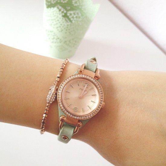 Roségoldene Uhr mit Armband in mint und Armkettchen in roségold