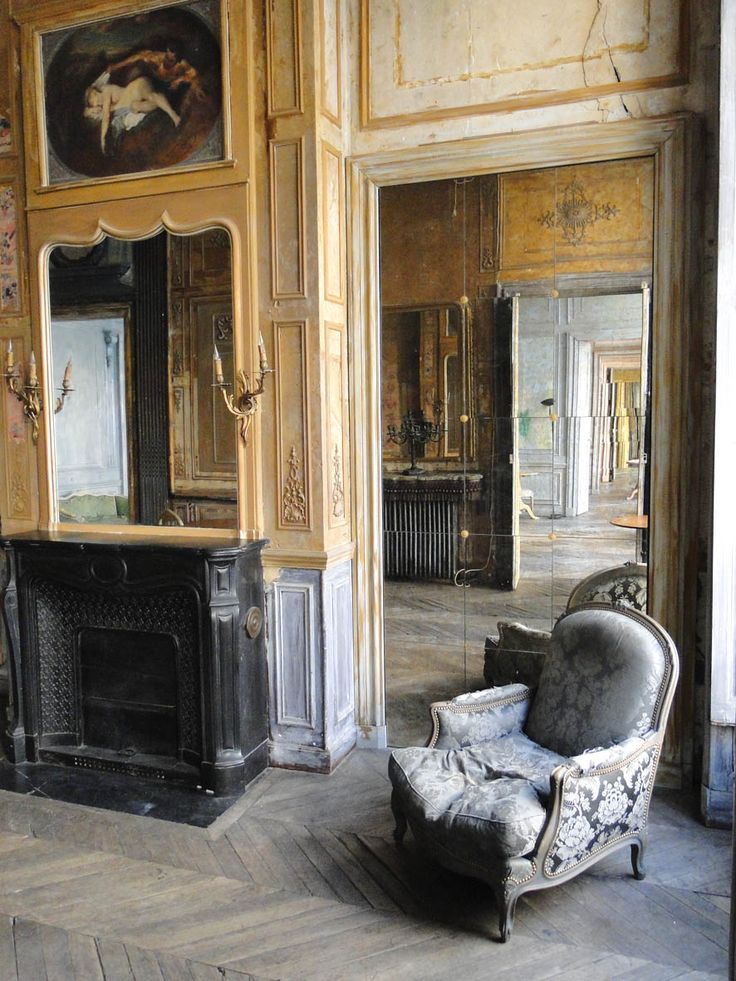 parisian apartment for rent. host parties, gallery openings, or events here...........umm yes please,