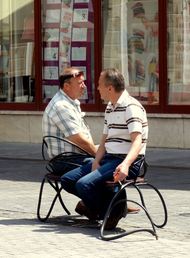 Cute side by side chairs on Calea Republicii in Oradea.