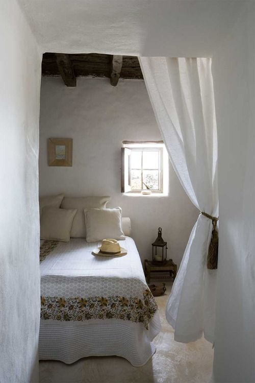 Guest Room, Rustic House, Beds, Interiors, Cabin Bedrooms, White Bedrooms, Bedrooms Curtains, White Room, Rustic Home