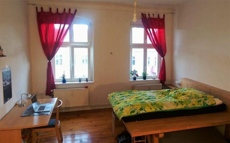 rote Gardinen in 25m² Zimmer in mod. Altbau - Möbliertes Zimmer  Berlin-Prenzlauer Berg