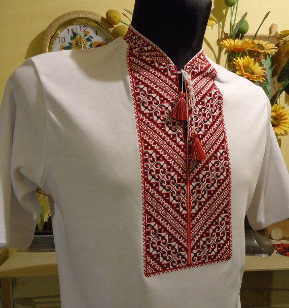 Eine bestickte Kleider sind ein Symbol für Gesundheit, Glück glücklich, als Talisman. Gestickte Verzierung auf der Brust erspart der Seele