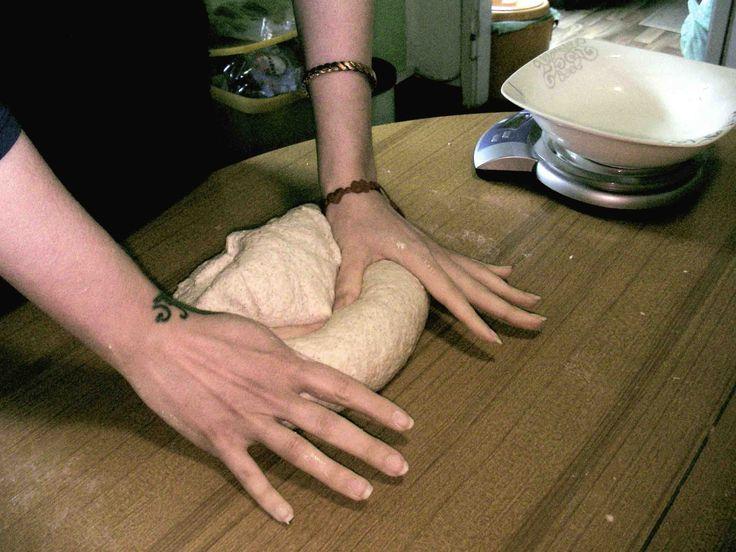 Come fare il pane in casa con il lievito madre. In 7 mosse, dalla farina al forno! - Fare il pane, lievito madre, lievito naturale, la pasta madre, autoprodursi il pane, come si fa il pane, La lievitazione