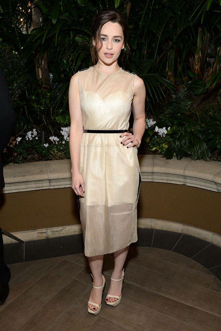 emilia clarcke in beautiful beige dress with black