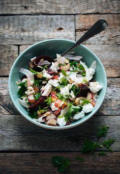 Recept voor salade met bietjes, venkel en rabarber met geitenkaas   via Marleen van Es, etenuitdevolkstuin.nl