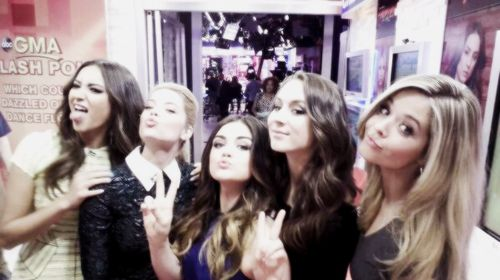 PRETTY LITTLE LIARS IS ON TONIGHT!!!! WHOs WATCHING @ http://www.hairstyles-haircuts.com/