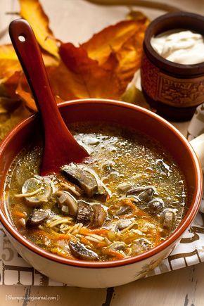 Грибная лапша Что нужно: 0,5 кг свежих грибов небольшая луковица небольшая морковка 1 ст. ложка сливочного (растительного) масла стакан мелкой вермишели