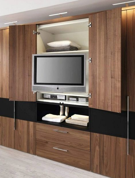 Hulsta Elmo II kast met TV. kast, draaibaar plateau, kersen hout, lak zwart, dealer slaapkenner theo bot, zwaag , hoorn kwaliteit en duurzaam hout