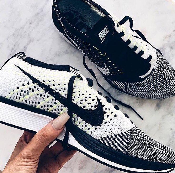 Nike Fly Knit Racer