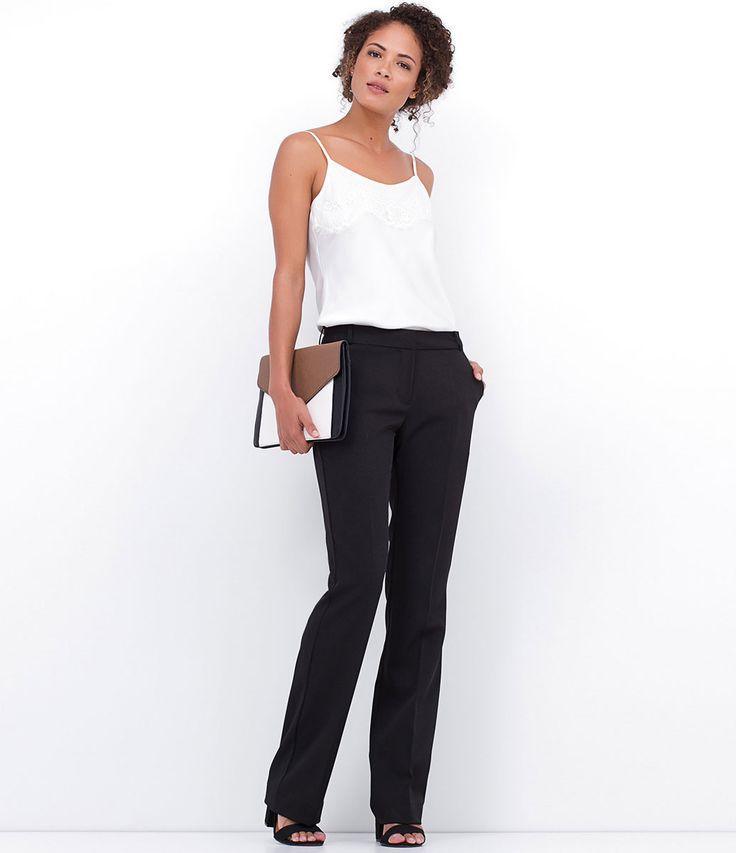 Calça feminina  Modelo reta  Cós simples  Bolsos traseiros  Marca: Cortelle  Tecido: Alfaiataria  Composição: 95% poliéster e 5% elastano  Modelo veste tamanho: 36         COLEÇÃO PRIMAVERA/VERÃO 2015         Veja outras opções de    calças femininas.