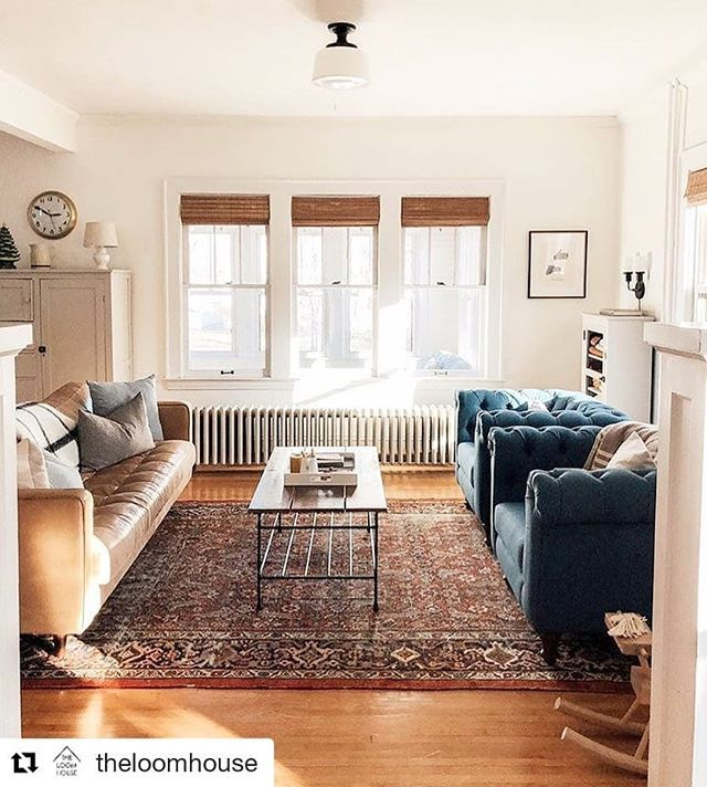 We Love Traditional Rugs In Modern Homes Persian Carpets Provide Just The Right Amount Persian Carpet Living Room Round Carpet Living Room Living Room Modern