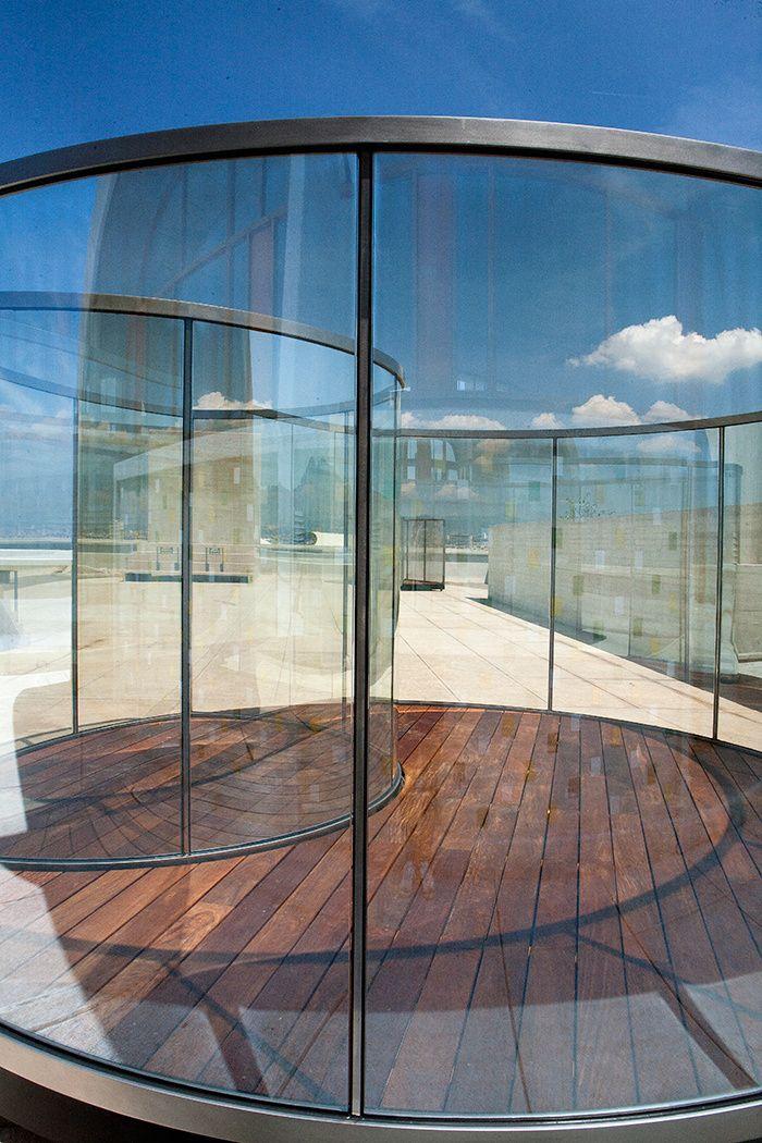 Dan Graham s'installe sur le toit de la Cité radieuse de Le Corbusier © Sébastien Véronèse