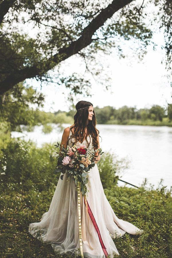 Gorgeous bouquet of crimson and gold | Xandra Photography