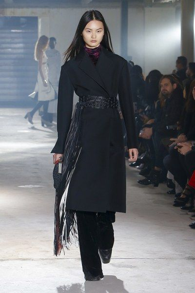 The complete Proenza Schouler Fall 2018 Ready-to-Wear fashion show now on Vogue Runway.