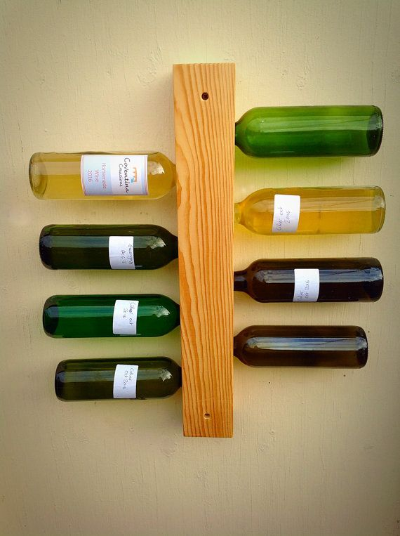 Tablón de madera de vino rack display. Pino por CoventinaCreations