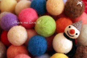 羊毛フェルトで作ったシンプルな球体。アクセサリーやインテリアにいろいろ使えるんですよ♪