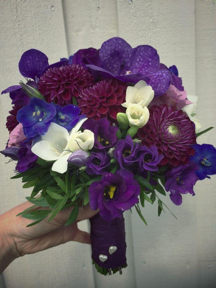 Lilla, blå, aubergine og kvit brudebukett 💜💙