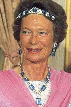 An aquamarine parure that's been in the Grand Ducal Family of Luxembourg for some decades, and worn here with the tiara bandeau-style by Grand Duchess Josephine Charlotte. The tiara features five 'emerald-cut' aquamarines held within an art deco geometric ribbon-type band, which has been a favourite with many Royal Luxembourg Ladies down th years.
