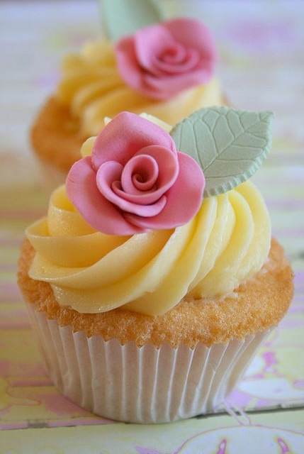 Rose Cupcakes - Reminder not to always throw a smooth underlayer on with a knife. Pipe it out and put the rose on the piped area.