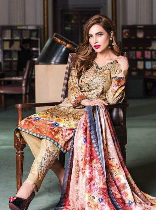 @hinashpret @grandeurindia #supermodels @humairaasgharali enhancing #textiles collection & #jewellery collection by Hina Salman's & Abhishek Ghazan  #brand #grandeur Photography: #FazalAbbas MUA: #Adeel Location: Jinnah library, Lawrence garden #lahore #LawnDay #LawnGirl #LawnShooting #Bloggers #Media #Fashion #earrings #grandeurjewellery #hinashpret #glitzandglam #jewelrytrends #craftedforeternity  #instastyles #instajewellery #hautejoallerie #luxuryjewelry #