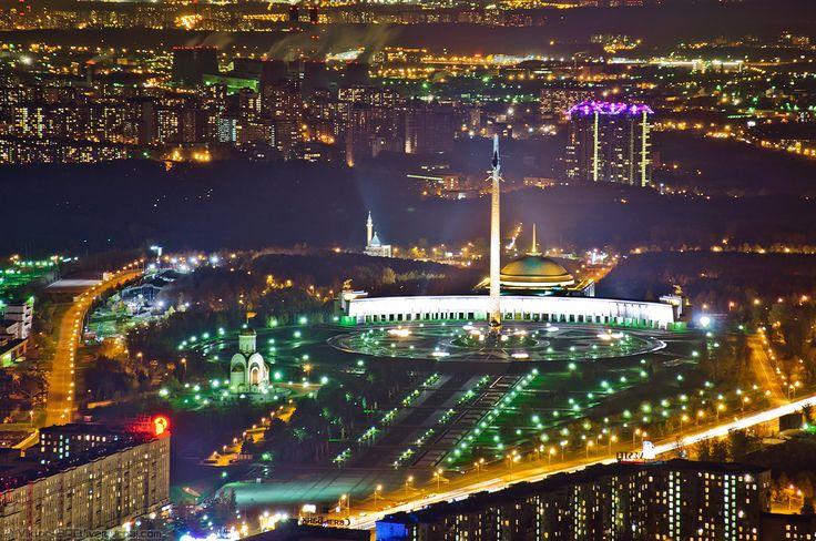 В списке самых высоких памятников мира Монумент Победы на Поклонной горе в Москве находится на втором месте, после «Монумента Вашингтона».