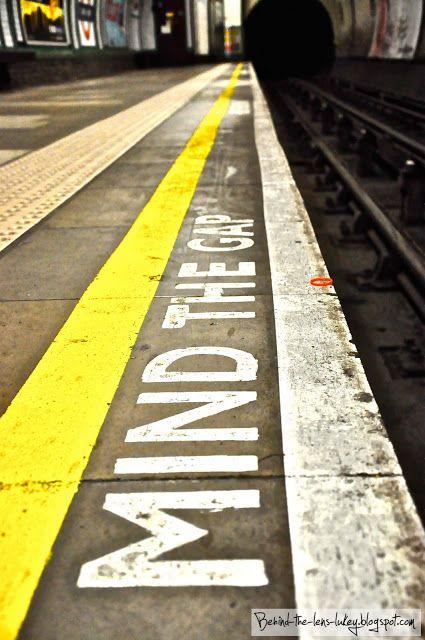 TUBE STATION   LONDON   ENGLAND: *London Underground: Northern Line*