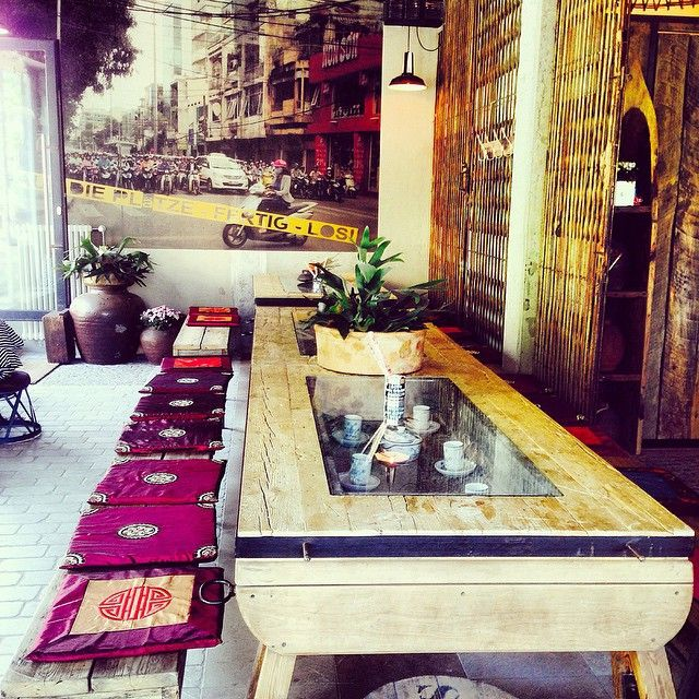 A little insider tip for your next trip to Berlin: Cafe Qua Phe. A nice vietnamese cafe with great BÁNH BAO! Thanks to our concierge at the 25hours Hotel Bikini Berlin for this image and the info.