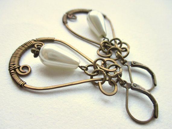 arwen oorbellen met zelfgemaakte wire ornamenten en door mooisvanme  - 11 euro