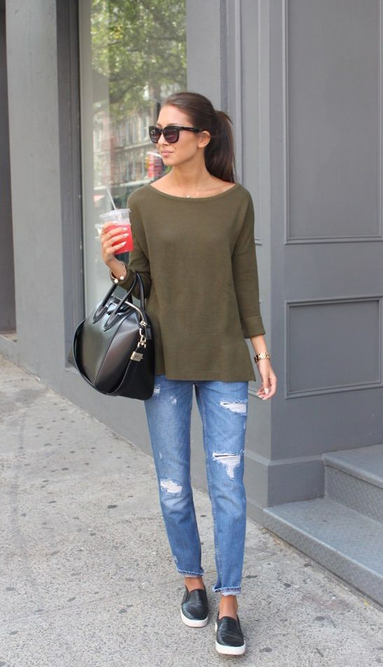 Felicia Akerstrom is wearing Jeans and sweater from Zara, bag from Givenchy and black slip-ons from Report