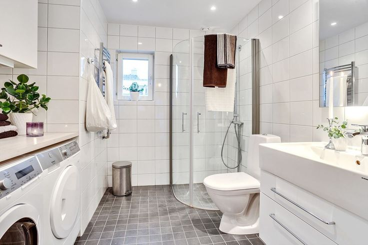Badrum med dusch och tvättdel. Monsungatan 70 - Bjurfors