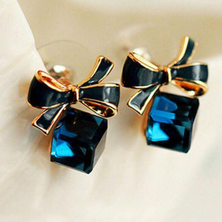 Купить товарНовый 1 пара новый женский бантом мотаться блестящий куб 3D кристалл уха шпильки пирсинг украшения для женщин серьги в категории Серьги-гвоздикина AliExpress.  &nbsp