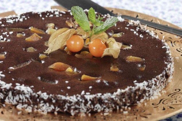 Smakrik chokladkaka med kaffe, kokos och pekannötter.