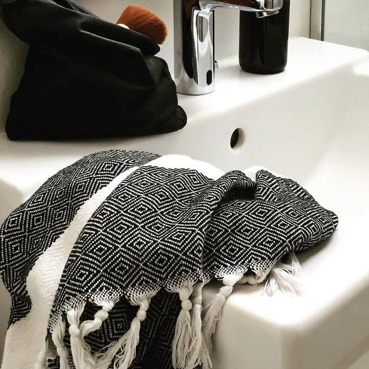 Makeup taske NOI sort og sort/hvid dia hamam håndklæde VIIL // Makeup purse NOI black and black and white DIA hamam towel VIIL
