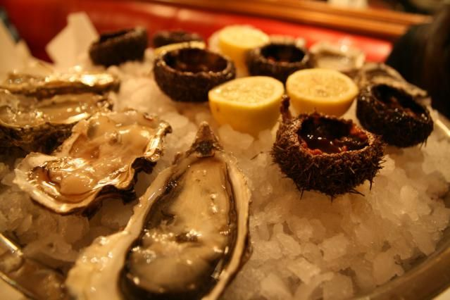 Find a Great Parisian Restaurant Open on Christmas: A platter of oysters is a traditional Christmas starter at many restaurants in Paris.