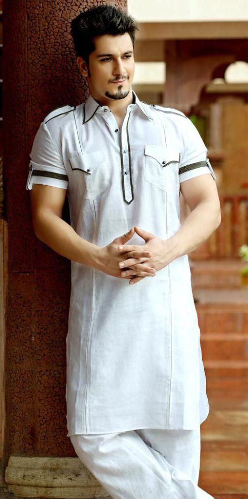 Pathani kurta gives the perfect 'Nawabi' look to an Indian man. #pathanikurta www.manawat.in