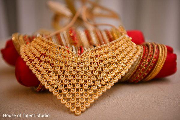 Gorgeous Bridal gold choker necklace. Indian bridal jewellery. http://www.maharaniweddings.com/gallery/photo/83789