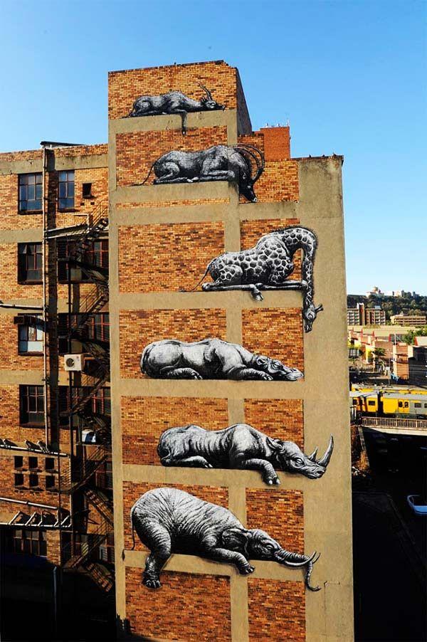 Άγρια ζώα στην πρόσοψη ενός κτιρίου!
