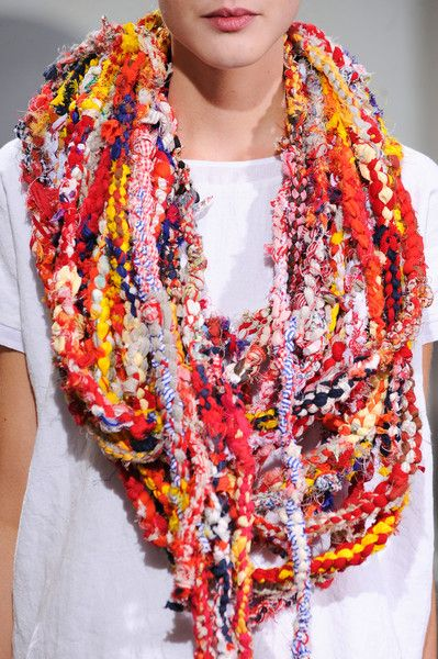 Yes, I know it's runway jewellery and runway jewellery is often ridiculous. It still ought to be singled out as bad craft. Daniela Gregis' Spring fashion line, 2014