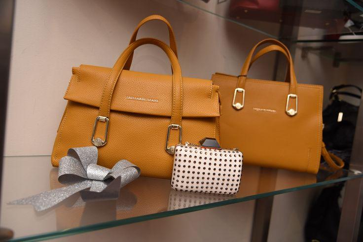 Borse Trussardi Jeans  scopri tutti i nostri articoli e idee #regalo. #Bags #beautiful  #fashion  #glam #love # ChristmasOutfit  #shopping #style