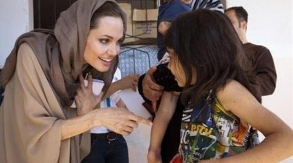 Fondazione Malala per il diritto allo studio delle donne. Angelina Jolie e la 15enne pakistana Malala per garantire un diritto indiscutibile. Ecco come i tentativi di zittire le grida di libertà, provocano eco con propagazioni più ampie
