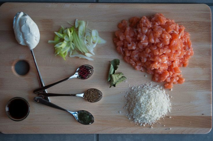 Ingredienti per l'hamburger di salmone - Ingredients for the salmon burger