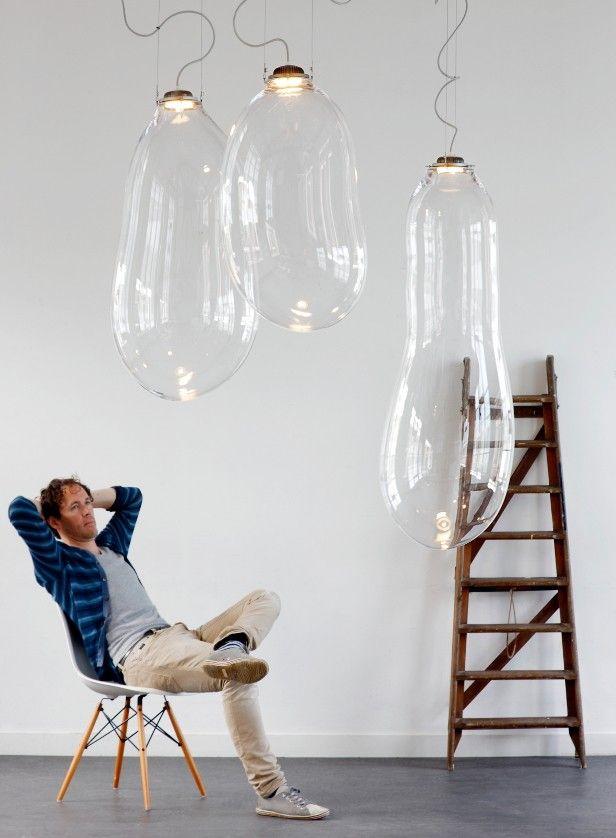 L'une des dernières œuvres d'Alex est Big Bubble, un très grand objet d'éclairage en verre soufflé, semblable à une bulle.