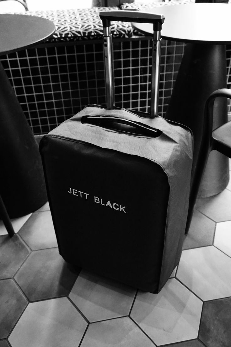 Jett Black Carry On - with dust bag... packing details.